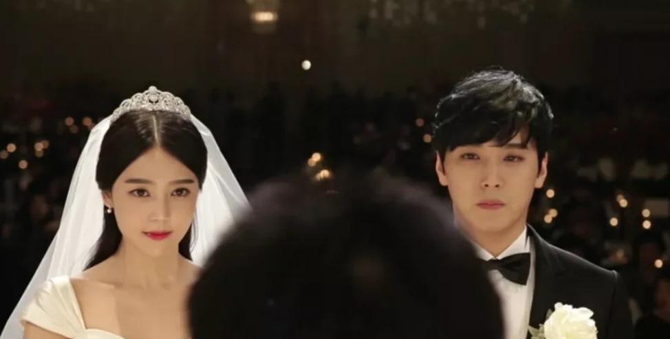巅峰时秘密结婚,后上综艺和老婆热吻,为了圈钱他脸不要了?